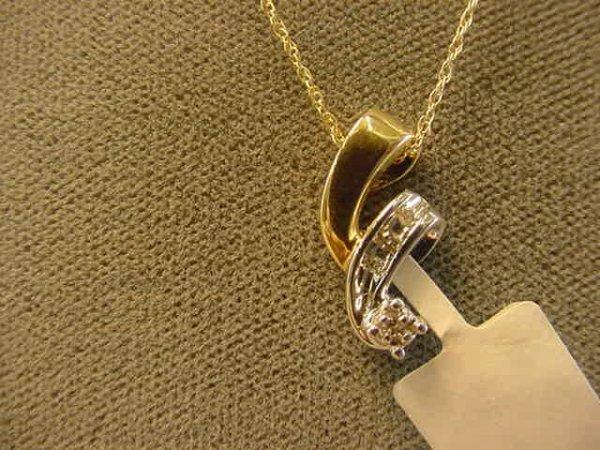 2006: 10K YELLOW AND WHITE GOLD DIAMOND PENDANT