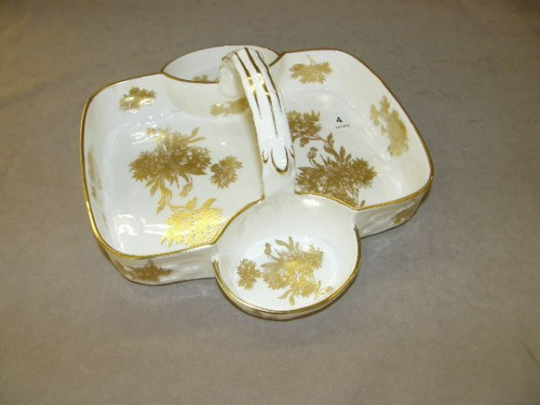 3004: GOLD DECORATED HAMMERSLEY TRAY