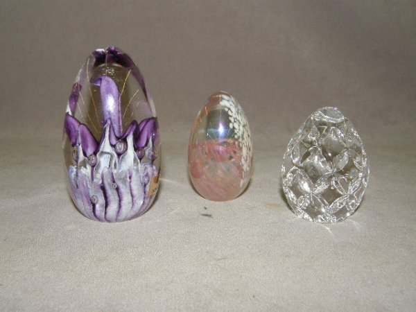 3024: 3 GLASS EGG PAPERWEIGHTS -1 WATERFORD