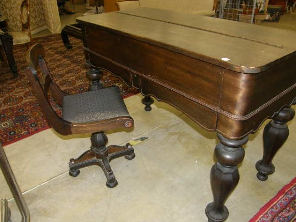 3176: MAHOGANY SPINET DESK WITH SWIVEL CHAIR