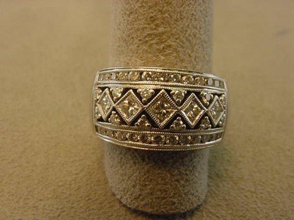 5264: 14K WHITE GOLD DIAMOND RING