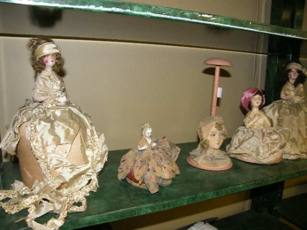 6017: 5 VINTAGE PINCUSHIONS, HAT STAND, ETC