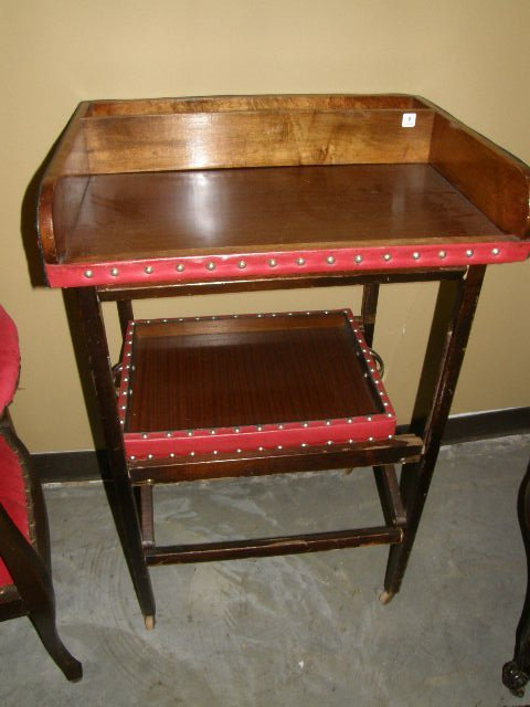 6008: STUDDED BUTLERS TRAY ON FOLDING STAND