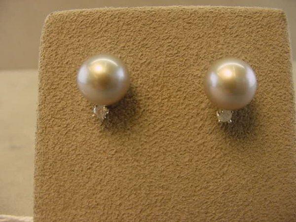 7602: PAIR 14K WHITE GOLD DIAMOND AND PEARL EARRINGS