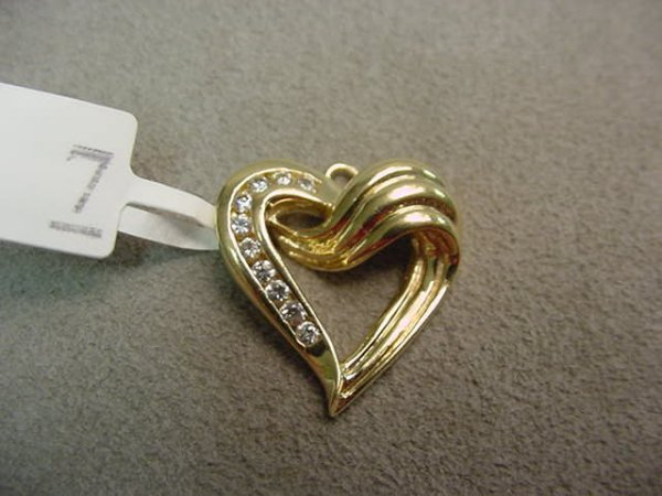 1007: TESTED 14K HEART PENDANT WITH CUBIC ZIRCONIA