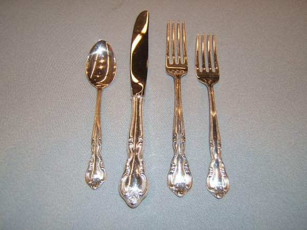 2128: 30 PIECES EASTERLING STERLING FLATWARE