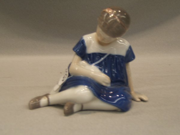 2133: BING AND GRONDAHL PORCELAIN FIGURE  -GIRL