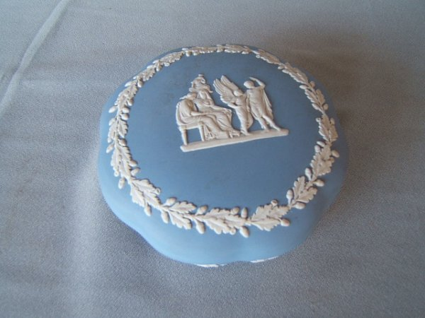 4065: WEDGWOOD JASPERWARE COVERED BOX