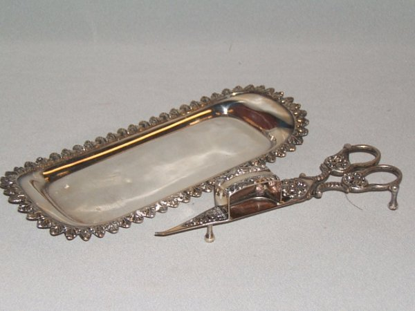 4068: SILVERPLATED WICK TRIMMER WITH TRAY