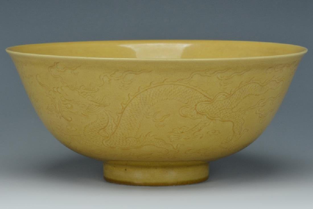 An Imperial Dragon Bowl, Qianlong Mark and Period - 3