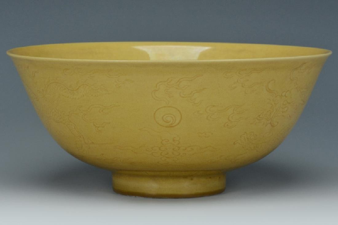 An Imperial Dragon Bowl, Qianlong Mark and Period - 4