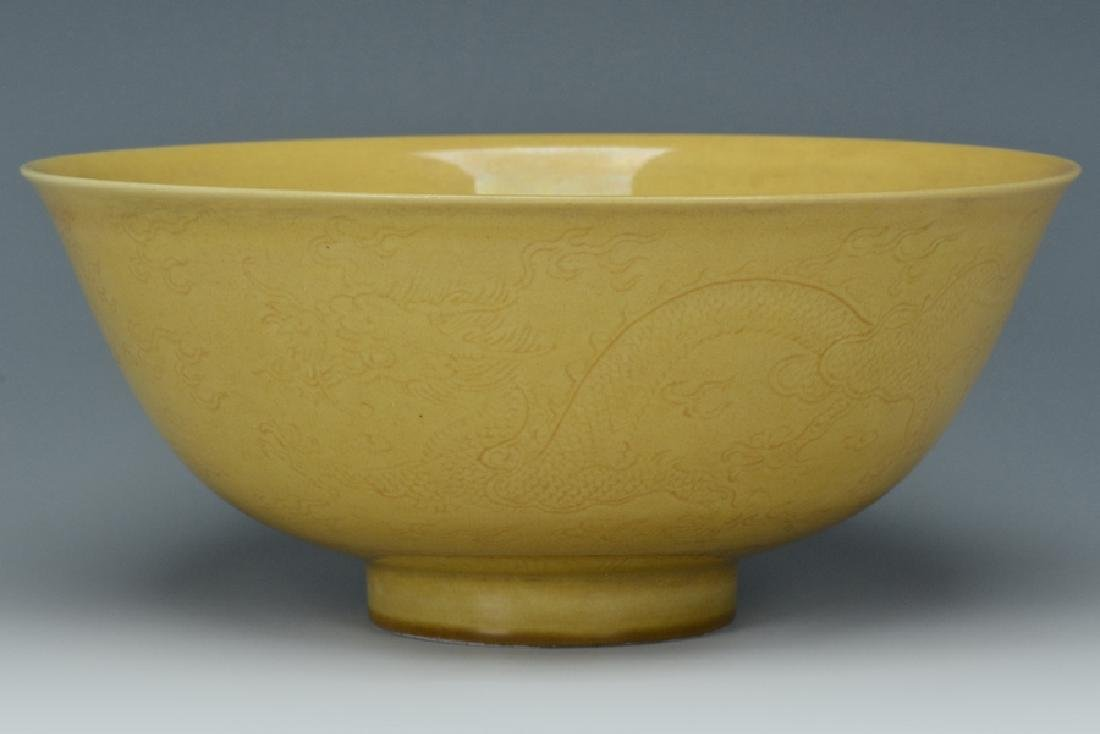 An Imperial Dragon Bowl, Qianlong Mark and Period - 5