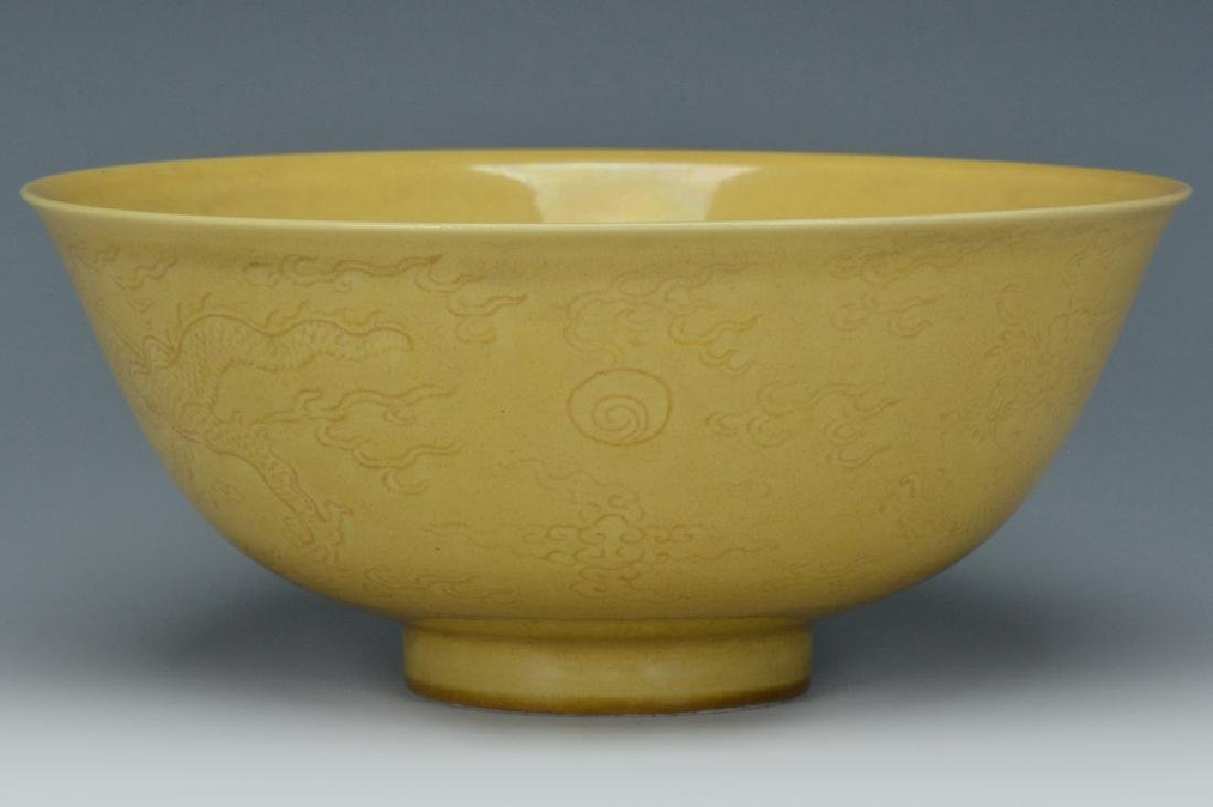 An Imperial Dragon Bowl, Qianlong Mark and Period - 6
