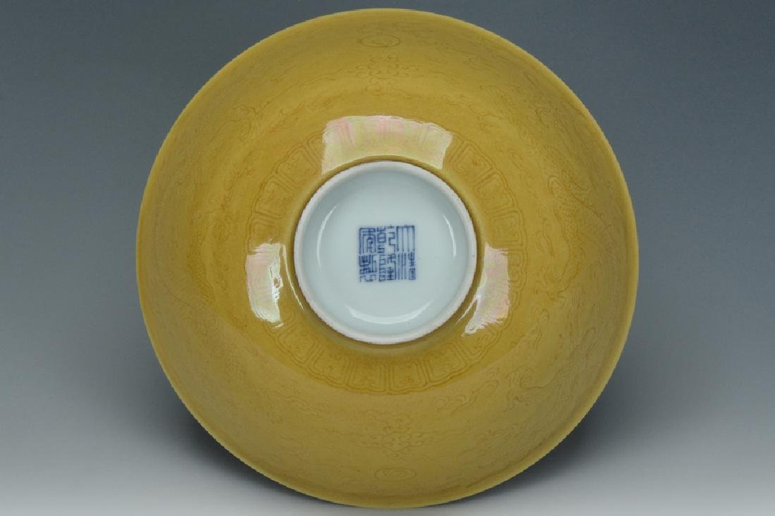 An Imperial Dragon Bowl, Qianlong Mark and Period - 9