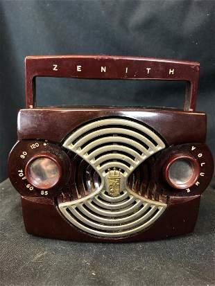 """Vintage 1953 Zenith Bakelite """"Owl Eye"""" Radio"""
