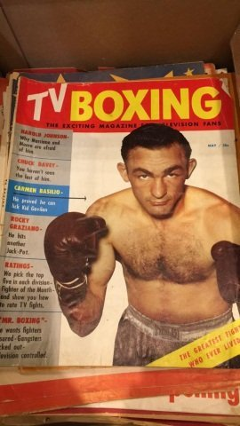 2 Boxes of a couple of Hundred Boxing Magazines - 2
