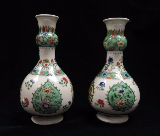 A Pair Of Chinese WuCai Porcelain Vase