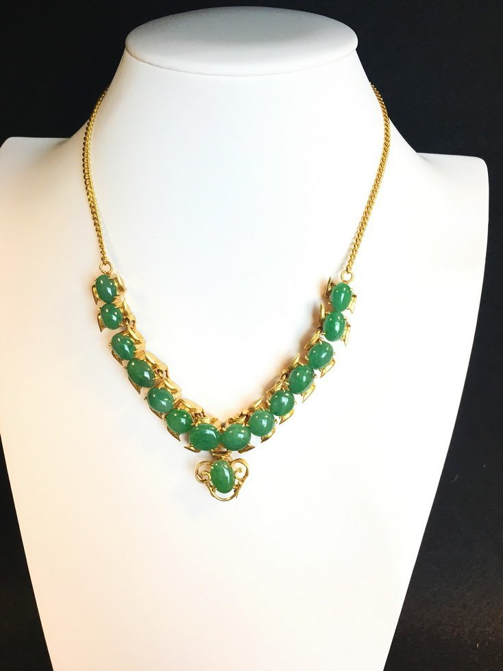 Gold and jadeite necklace. - 2