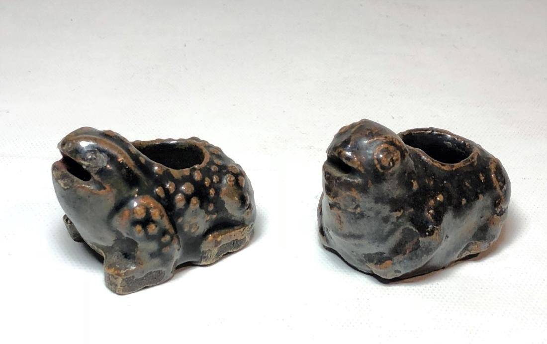 Pair of Porcelain Water Dropper Figure of Frogs