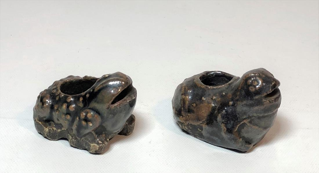 Pair of Porcelain Water Dropper Figure of Frogs - 2