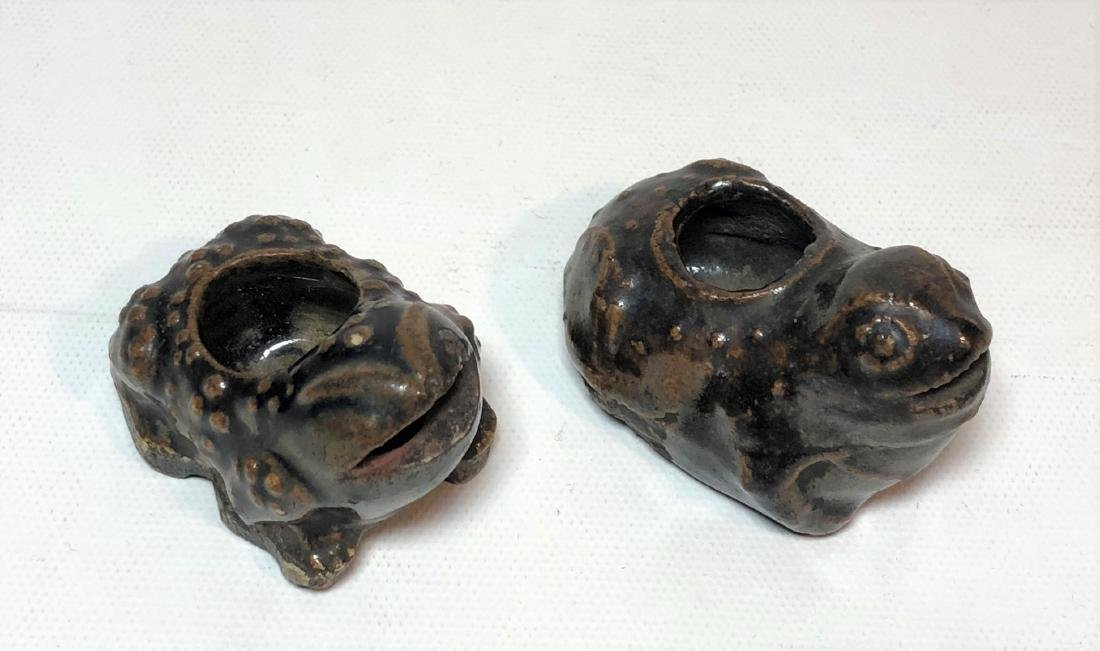 Pair of Porcelain Water Dropper Figure of Frogs - 3