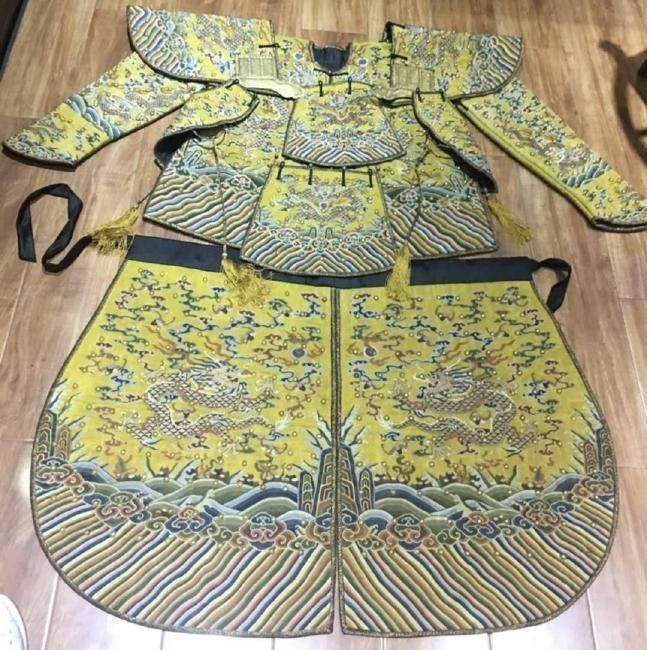 Very Rare Imperial Yellow Embroidered Dragon Robe/Armor - 2