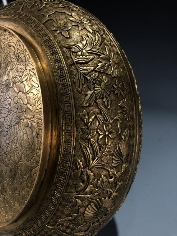 Finely Detailed Gilt Bronze Circular Box - 5