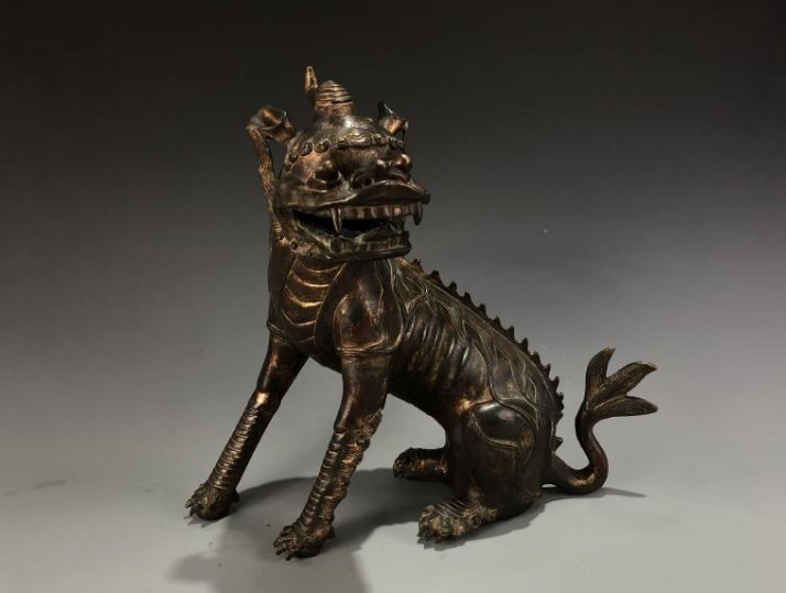 Lacquer-Gilt Bronze Mythical Beast