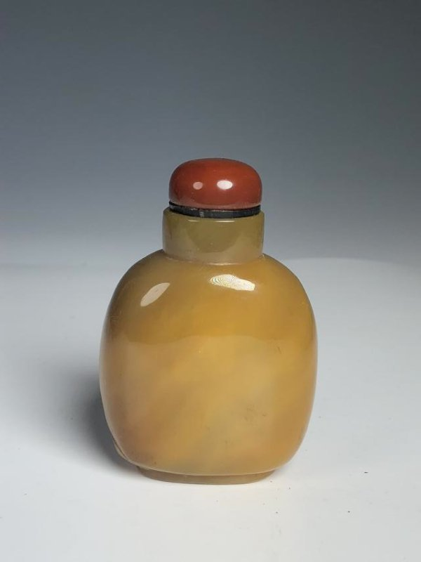 Agate Snuff Bottle with Mark - 4