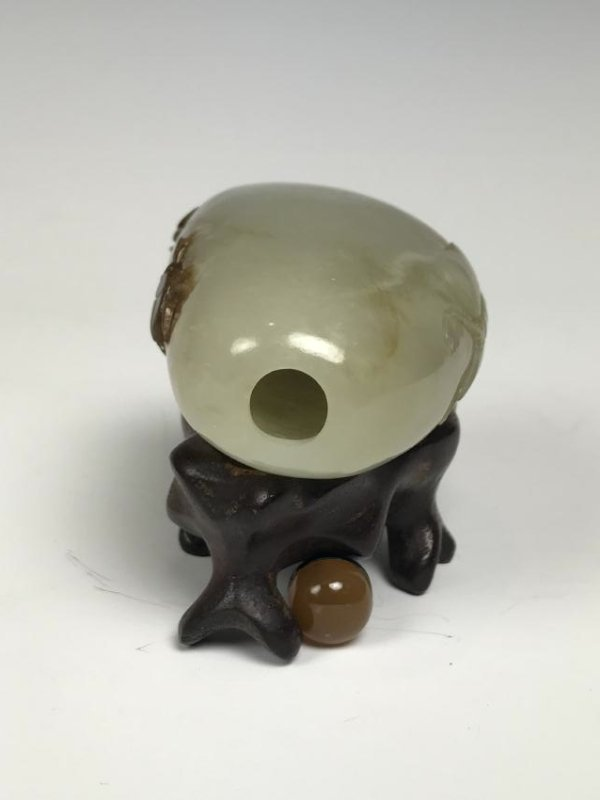 White Jade Butterfly and Beatle Snuff Bottle - 10