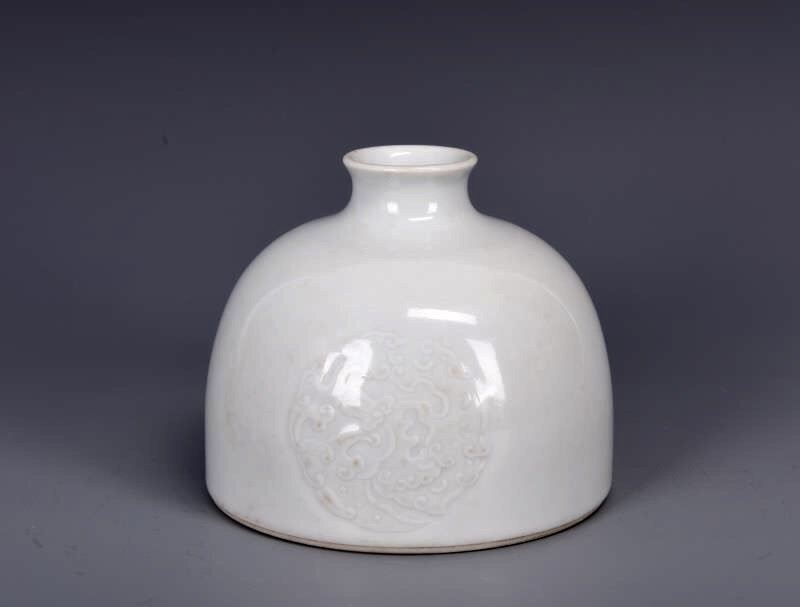 Porcelain Bee Hive Water Pot with Mark - 3
