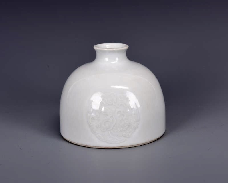 Porcelain Bee Hive Water Pot with Mark - 4