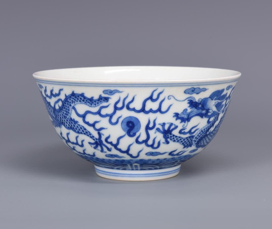 Blue and White Porcelain Dragon Bowl with mark - 4