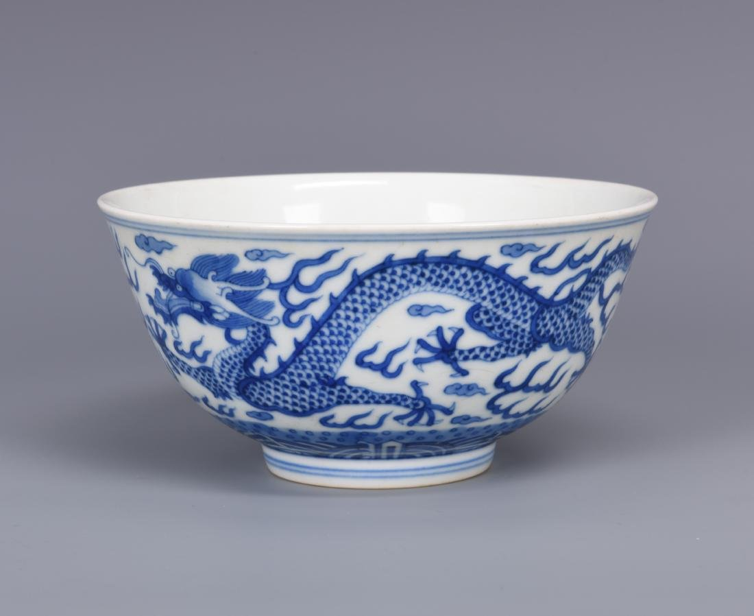 Blue and White Porcelain Dragon Bowl with mark - 6