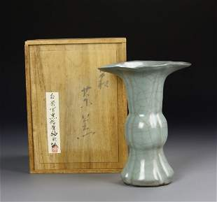 Chinese Lungquan Yao Gu Vase