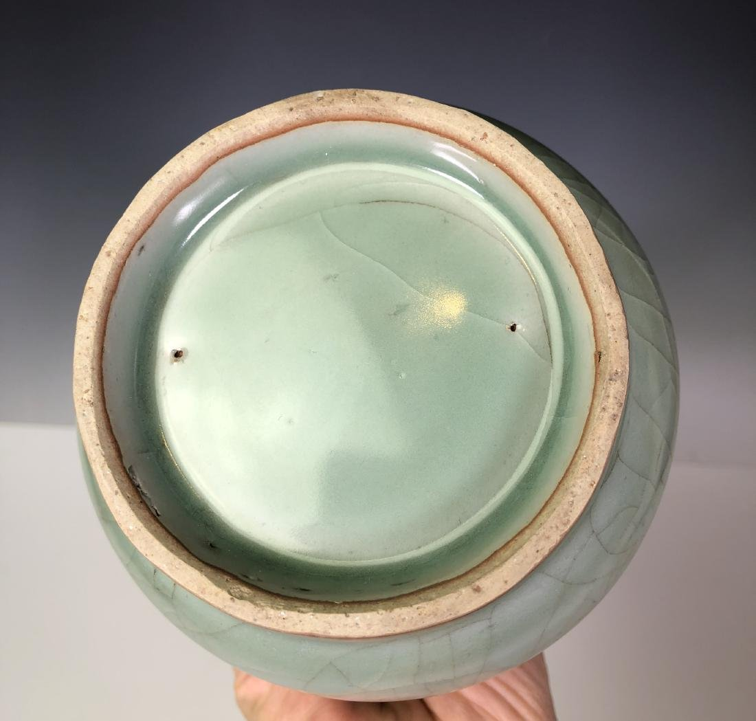 A CELADON-GLAZED GLOBULAR BOTTLE VASE. - 5