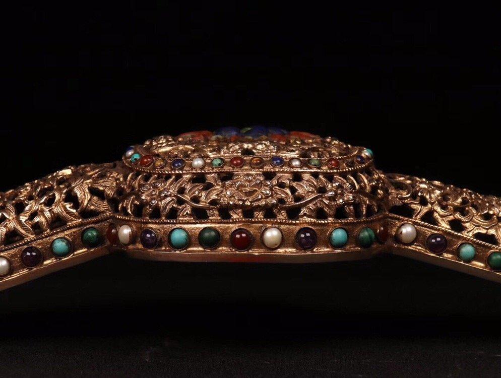 Repousse Gilt Bronze Gem-Inlaid Ruyi Scepter - 3