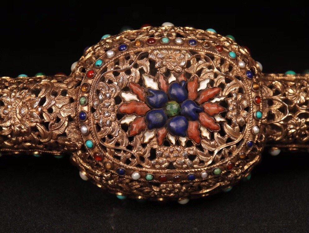 Repousse Gilt Bronze Gem-Inlaid Ruyi Scepter - 5