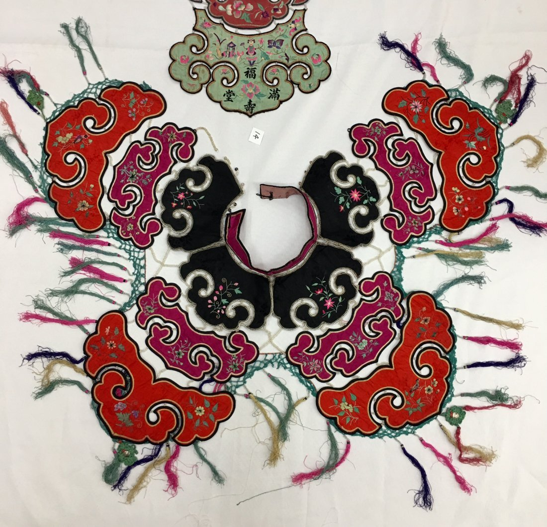 A Pair Of  Antique Chinese Embroidered Silk Cape - 3