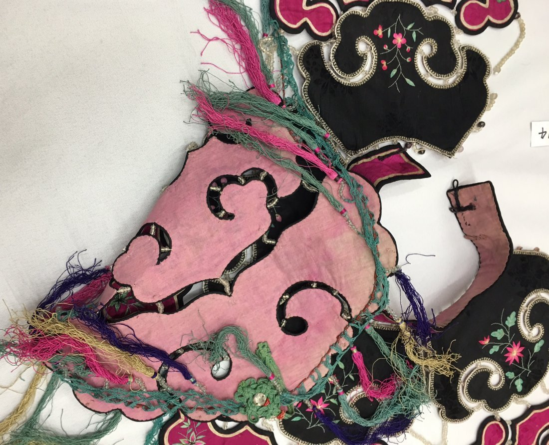 A Pair Of  Antique Chinese Embroidered Silk Cape - 4