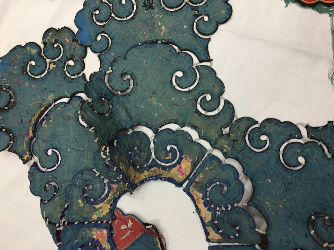 A Pair Of  Antique Chinese Embroidered Silk Cape - 5