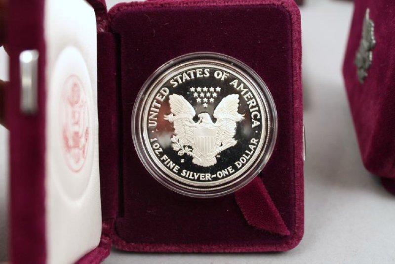 3 Am Eagle & One Silver Am Rev Bicentennial Medal - 6