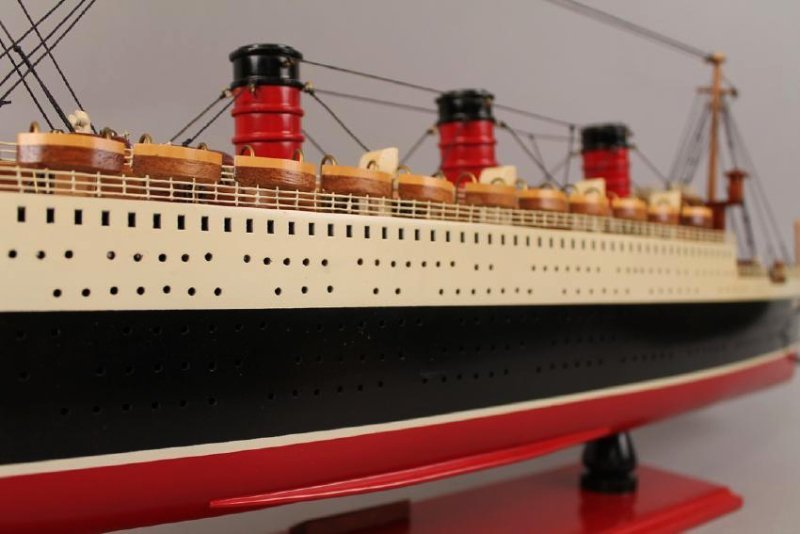 Vintage Model of Queen Mary Cruise Ship - 7