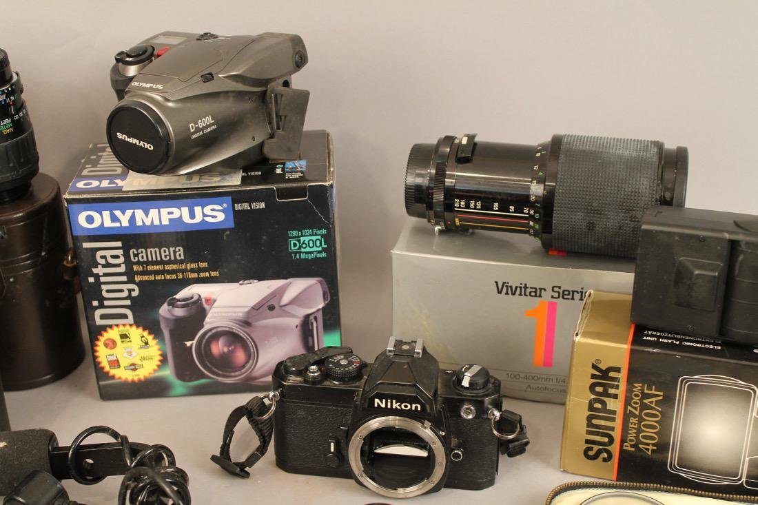 Lot of Cameras, Lenses and Photo Equpiment - 3