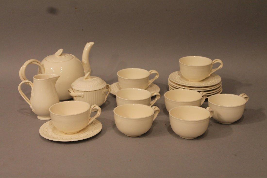 19 Pc Leeds Creamware Tea Set 8 Cups/Saucers, Teapot +