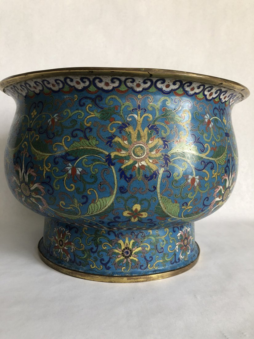 18th century, filigree enamel linked to the thread