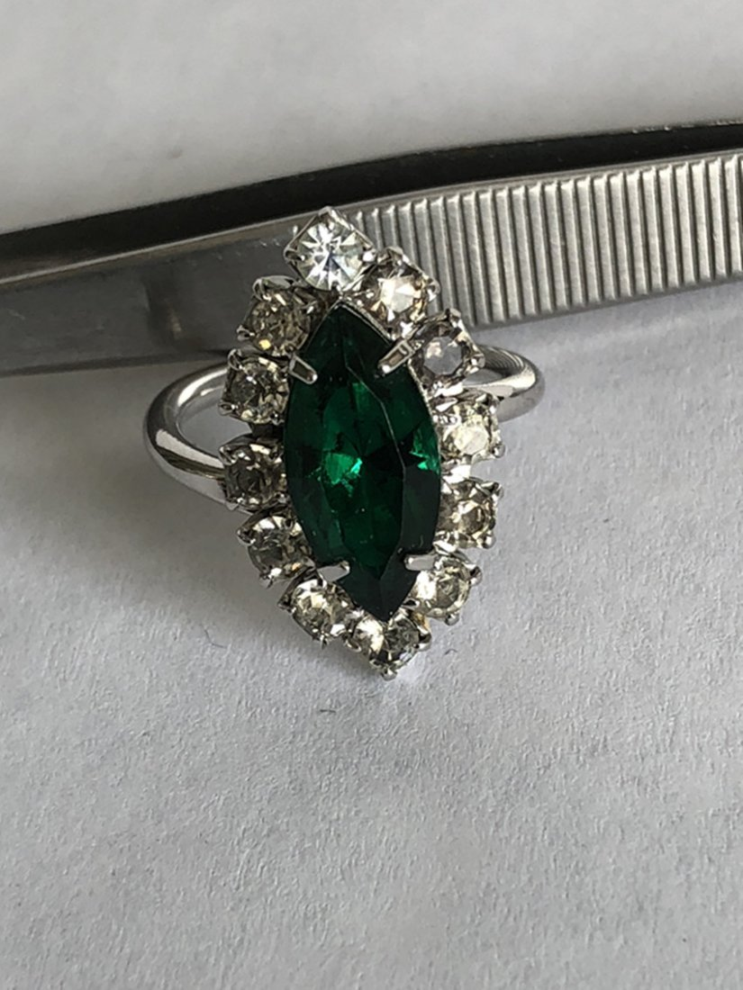 Emerald and diamond white gold ring - 5