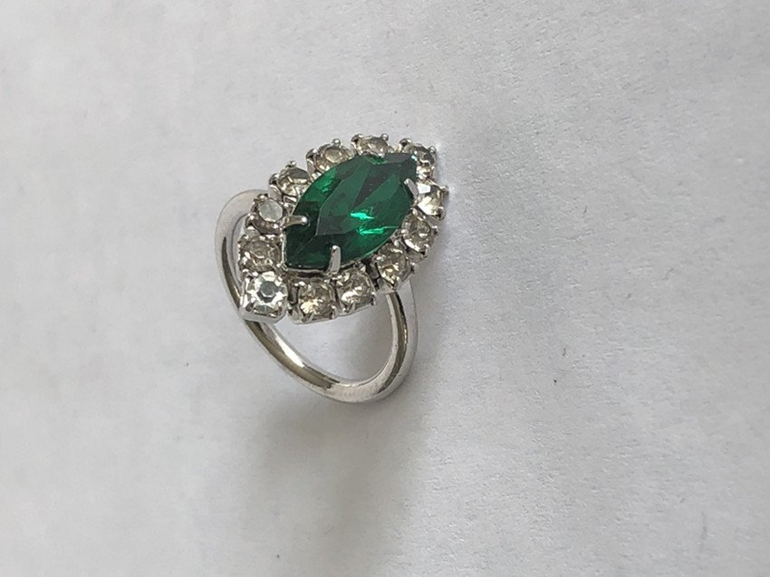 Emerald and diamond white gold ring - 9