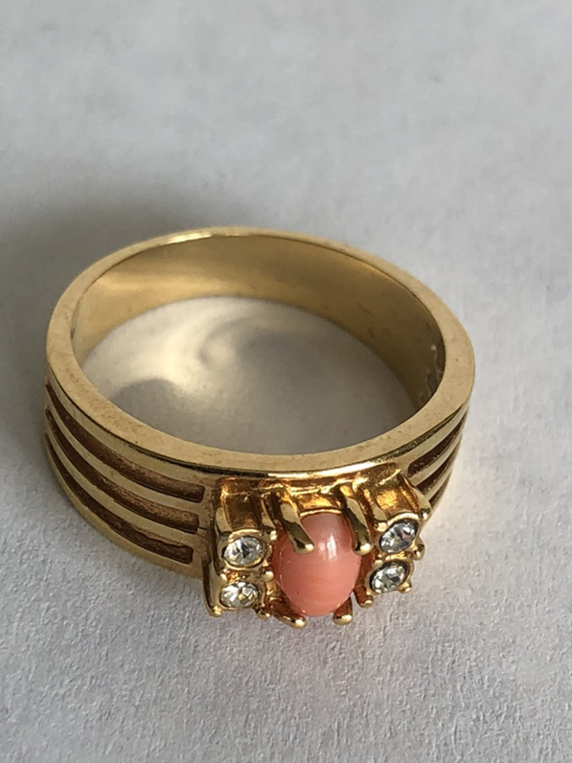 Red Coral & Diamonds and 18k Yellow Gold Ring - 2