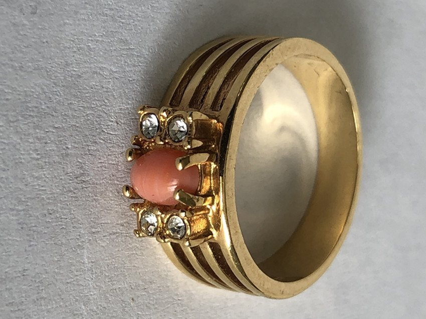 Red Coral & Diamonds and 18k Yellow Gold Ring - 3